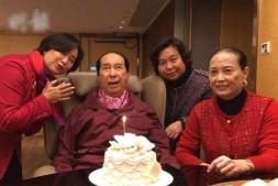 【美天棋牌】赌王何鸿燊在医院过98岁生日 孙子孙女齐齐现身切蛋糕