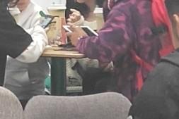 【美天棋牌】王菲12岁女儿李嫣近期生活照曝光 与小伙伴组团逛街