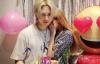 【美天棋牌】金泫雅为男友金晓钟庆生  甜蜜献吻表达爱意