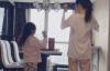 【美天棋牌】李小璐分享与甜馨宅家的温馨生活 写作业弹钢琴练劈叉