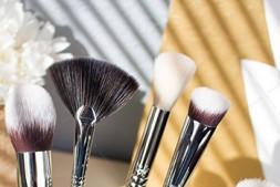 【美天棋牌】化妆教程 千元粉底用了也白瞎 底妆这么打才会美