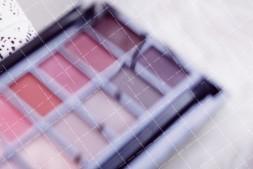 【美天棋牌】化妆教程 聚会轰趴就用这种亮晶晶的眼线,保证你是独一无二的烟火