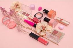 【美天棋牌】化妆卡粉是什么原因 这几招教你改善