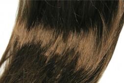 【美天棋牌】拉直头发可以保持多久 该如何选择拉直与洗直