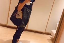 【美天棋牌】陈妍希不受于正秒删事件影响 开心背环保包自拍