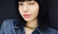 【美天棋牌】Lisa送700万粉丝福利 对镜wink电力十足