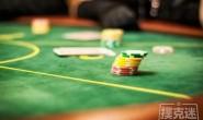 【美天棋牌】德州扑克跟注还是弃牌?谈阻断牌与抓诈牌之间的联系