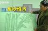 【美天棋牌】工地保洁员用废弃保温板雕花 成了工地上的小有名气的手艺人