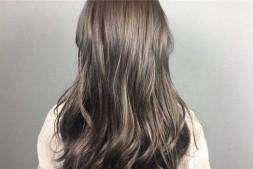 【美天棋牌】漂头发和染头发的区别