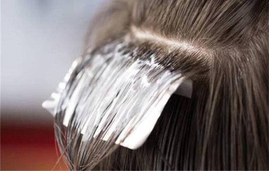 【美天棋牌】染发后多久能用卷发棒 染发后护理注意事项