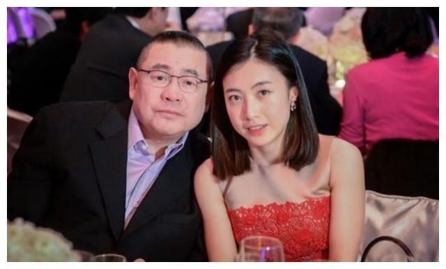 【美天棋牌】刘銮雄太太甘比再捐一万个口罩 网友:感谢你!