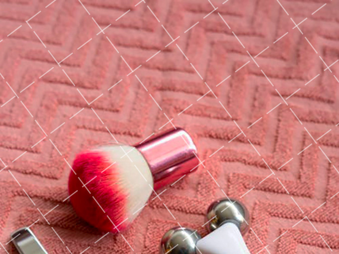 【美天棋牌】化妆教程 2020 涂抹大红色唇膏 选对场合很重要