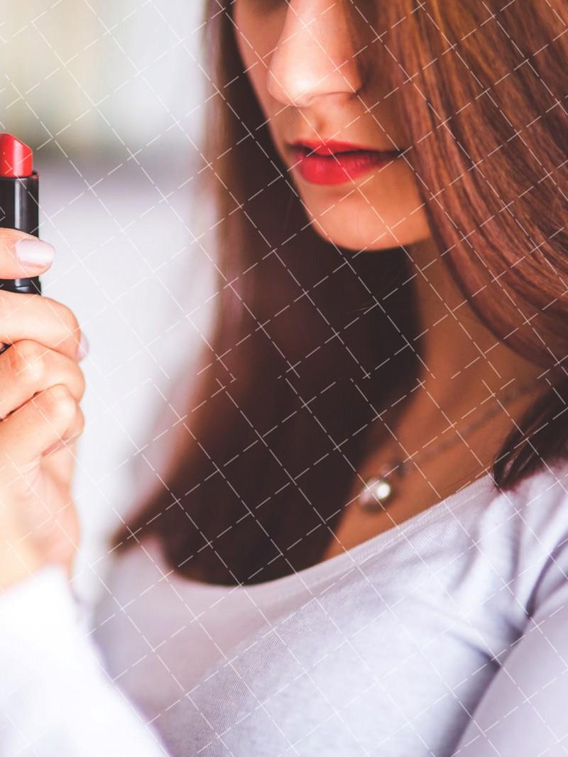 【美天棋牌】化妆教程 倪妮的高级脸最出彩的就是那几款唇色,试试吧!