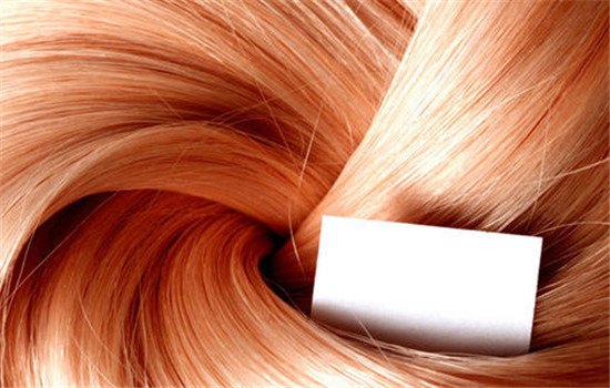 【美天棋牌】普通剪刀怎么打薄头发 打薄头发前需要注意什么