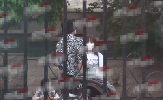 【美天棋牌】贾乃亮李小璐陪甜馨玩耍 两人离婚后首次被拍到同框