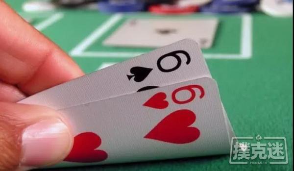 【美天棋牌】德州扑克技巧-在按钮位拿到小对子怎么打最好?