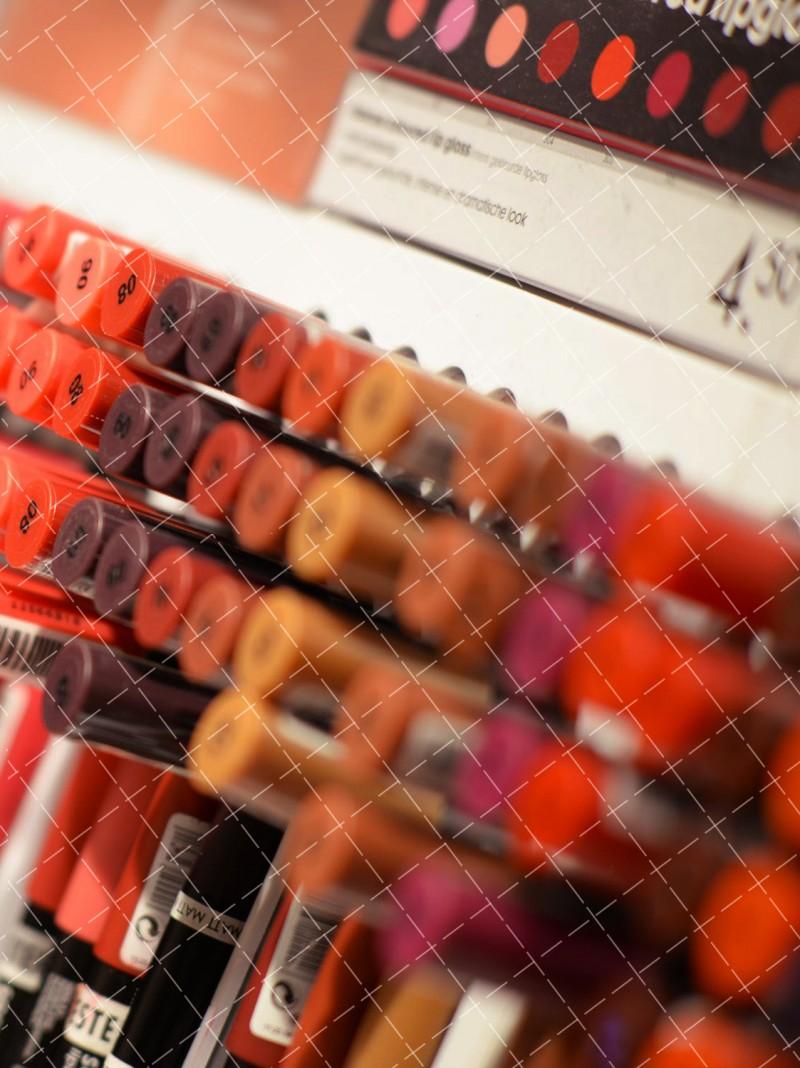 【美天棋牌】化妆教程 支招液体眼线笔使用方法