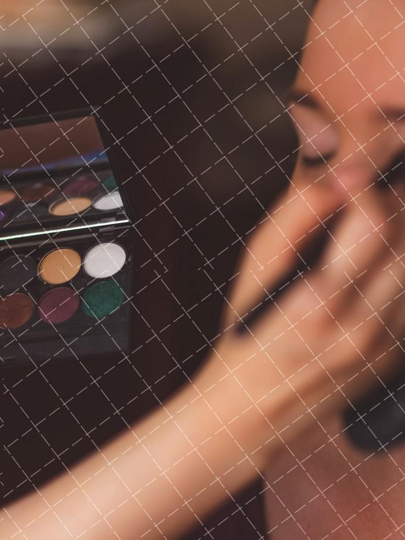 【美天棋牌】化妆教程 天热还不学防脱妆,难道你想要丑丑的狗带?
