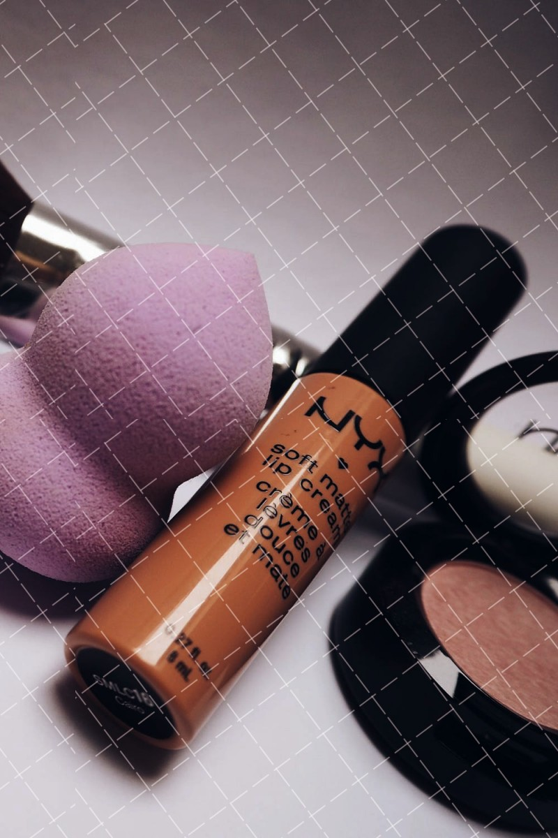 【美天棋牌】化妆教程 五个实用技巧演示粉底怎么选合适自己?