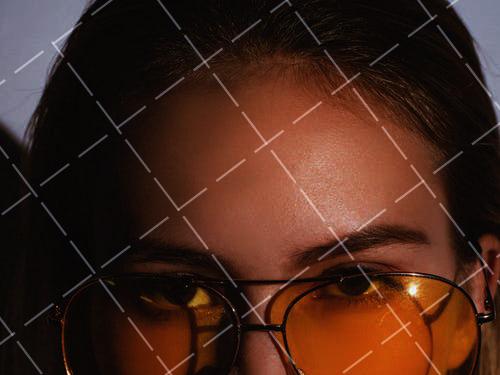 【美天棋牌】化妆教程 简单的瘦脸高级化妆术:发际线画好脸小三倍