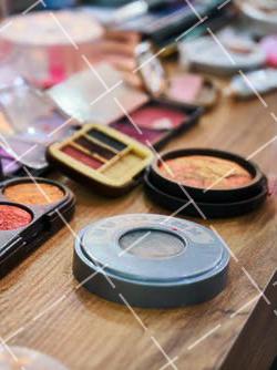 """【美天棋牌】化妆教程 化妆刷是时候该清洗了,小心""""毁容""""!"""