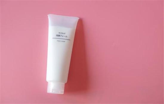 【美天棋牌】洗面奶的保质期 中性皮肤适合什么洗面奶