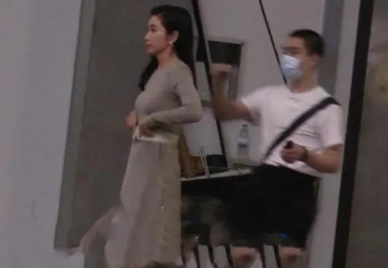 【美天棋牌】李冰冰拍摄广告花絮曝光 高糊生图仍难掩好身材
