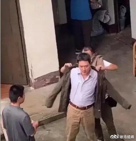 【美天棋牌】冯绍峰晒健身房自拍:这两天减下来了没人拍了