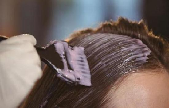 【美天棋牌】指甲花染发怎样才上色 染发剂自己怎么制作