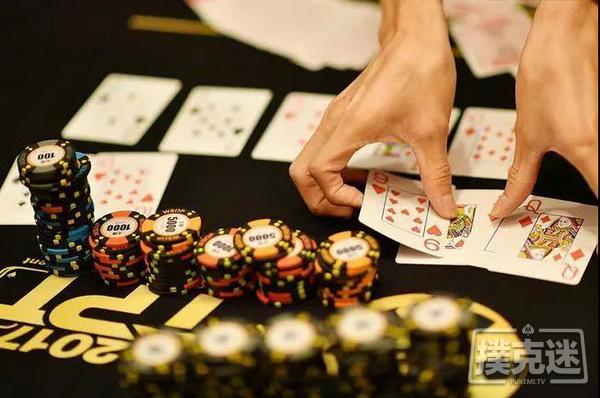 【美天棋牌】世界德州扑克冠军和我们的区别:起手AA,他却毫不犹豫选择弃牌!