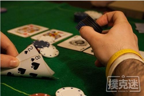 【美天棋牌】德州扑克中翻牌击中三条,过度慢玩被河杀抬走