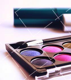 【美天棋牌】化妆教程 大眼妆适合什么美瞳 化妆不戴美瞳好看吗