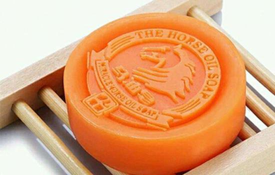 【美天棋牌】马油皂可以洗头吗 怎么用马油皂洗头发