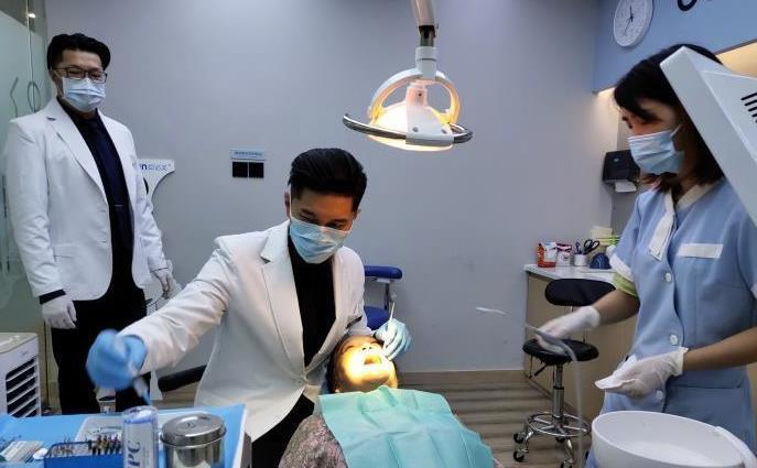【美天棋牌】前台湾偶像歌手在成都当牙医 五年打下良好口碑