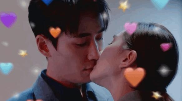 【美天棋牌】《亲爱的自己》开播 刘诗诗朱一龙吻戏超甜