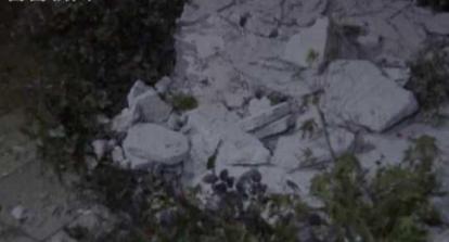 【美天棋牌】到小区送货被天降水泥块砸伤  具体情况后续还待警方进一步调查