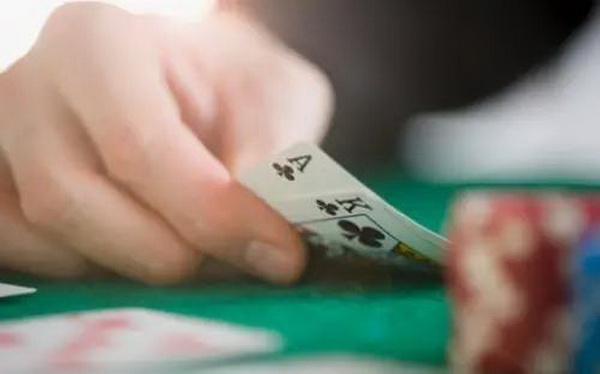 【美天棋牌】德州扑克尽信书不如无书