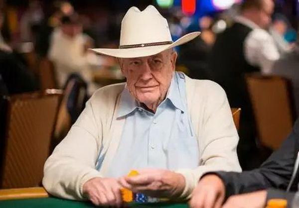 【美天棋牌】Doyle Brunson赞美Phil Hellmuth是世界上最伟大的牌手!