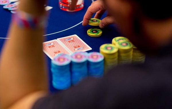 """【美天棋牌】德州扑克如何游戏""""弱A高牌"""""""