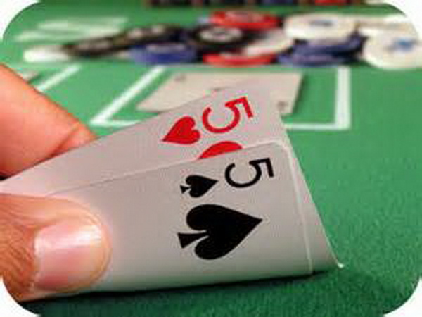 【美天棋牌】德州扑克小口袋对子如何游戏翻后?