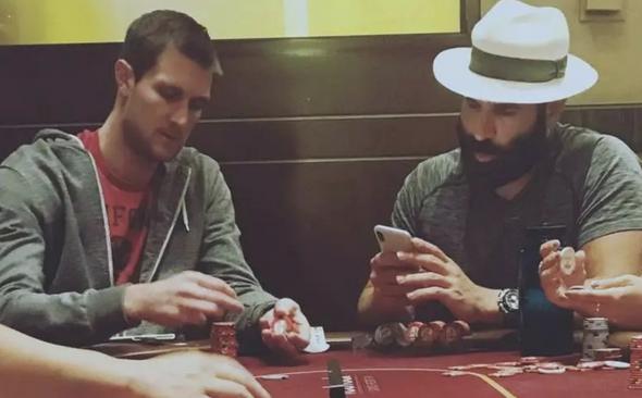 【美天棋牌】你还梦想做个德州扑克职业玩家吗