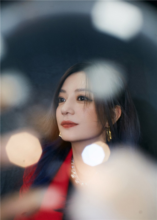 【美天棋牌】赵薇《不了情》诠释陌生人的温暖给予
