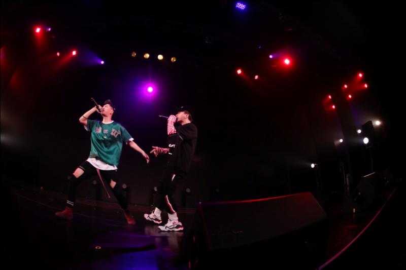 【美天棋牌】ZERO-G黄钧泽新歌《大摇大摆》Live版MV首发