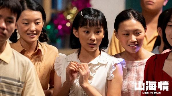 【美天棋牌】95后小花鲁照华出演《山海情》颠覆形象演绎质朴女工
