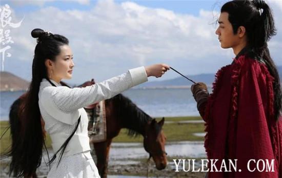 【美天棋牌】肖战和李沁两人为什么抱在一起?为什么上热搜?