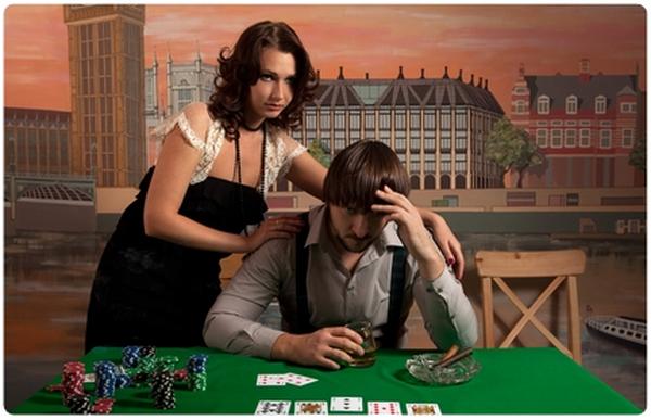 【美天棋牌】德州扑克玩家要学会打牌顾家两不误