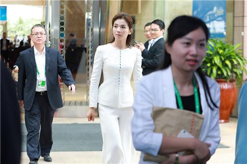 【美天棋牌】刘涛出席她力量论坛探讨女性力量