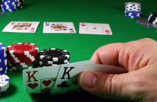【美天棋牌】找到适合自己的最佳学习德州扑克途径