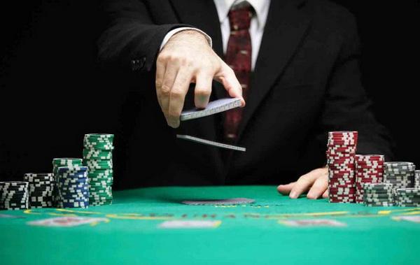 【美天棋牌】德州扑克成功的核心技巧