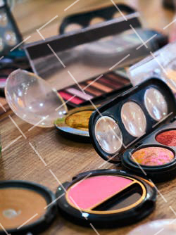 【美天棋牌】化妆教程 2021如何学化妆能成为优秀的化妆师